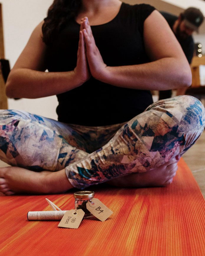 yoga-cannabis-cbd